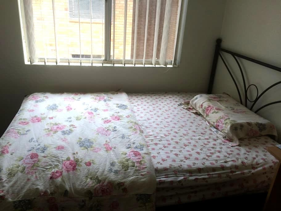 spacious single room with furniture - Strathfield - Other