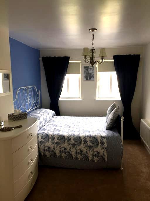 Large Stylish Ensuite Double Room - Athlone - Hus