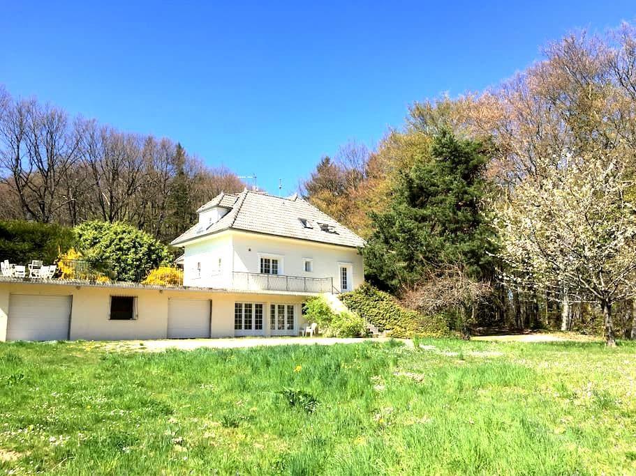 Maison de campagne entre golf et forêt près Genève - Reignier-Esery - 別墅