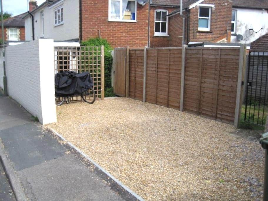 Self-contained studio in Guildford - Guildford - Huis