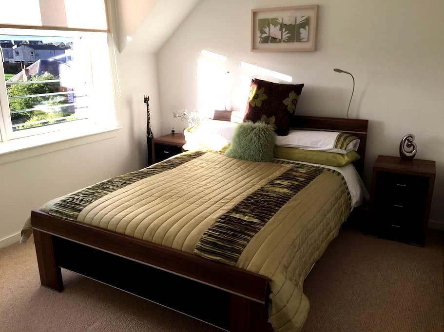Modern & welcoming 2 bedroom flat - Kirkliston - Leilighet