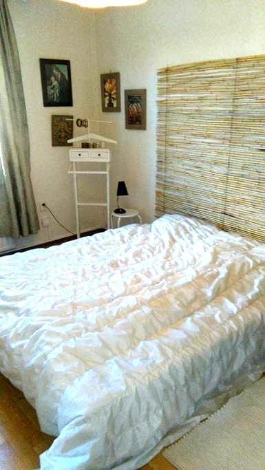Room close to Älvsjö, 20 min to Stockhom center. - Stokholm - Daire
