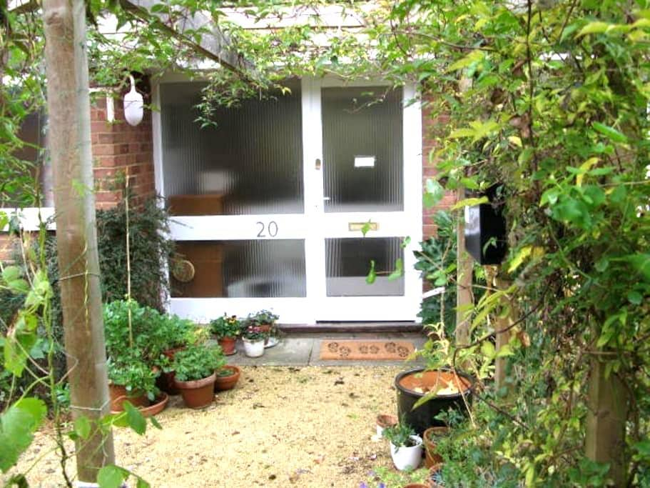 Sunny 3 bed bungalow with garden - Henley-on-Thames - Hus