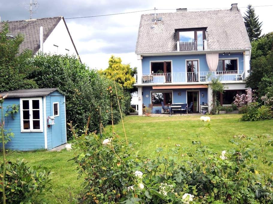 Sonniges Haus mit Kamin und Garten - Кобленц - Дом