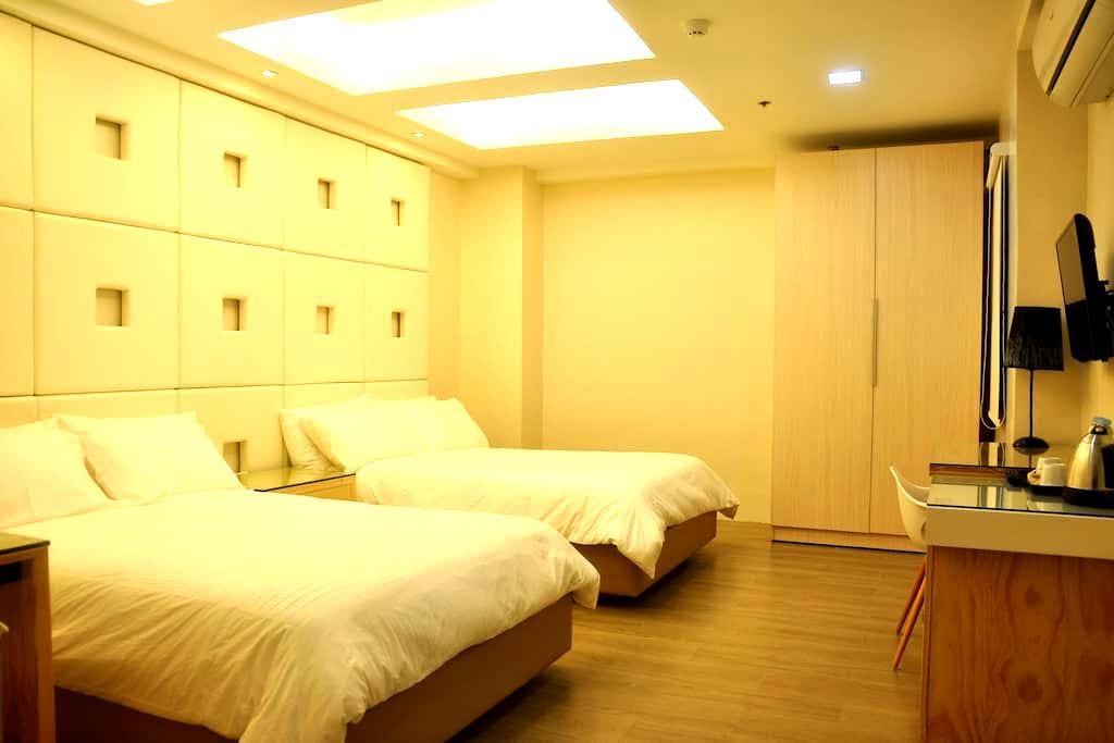 F2M Tower Family Room next to Mall - Legazpi City - Andre