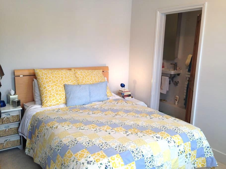 Restful room in garden of England - Southborough - Casa