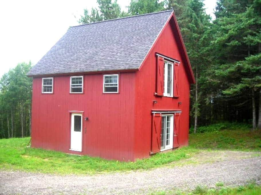 Perry Hill Little Red House - Waterbury - Maison