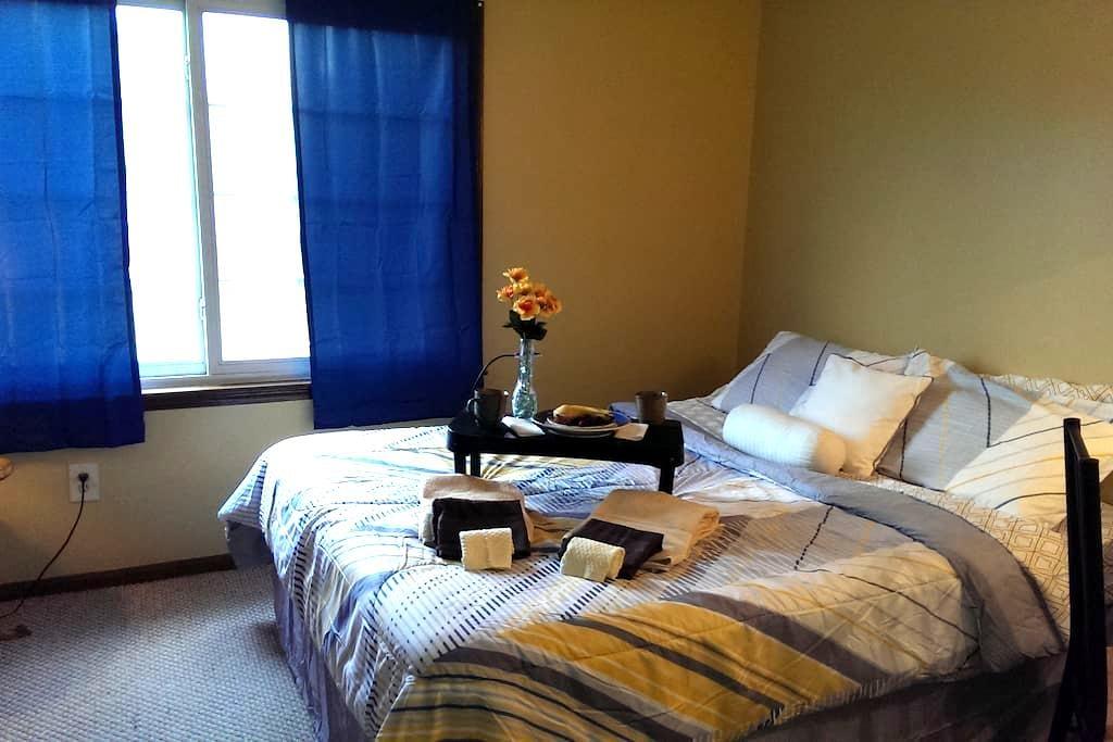 Quaint, little room in our home! - Norton - Maison