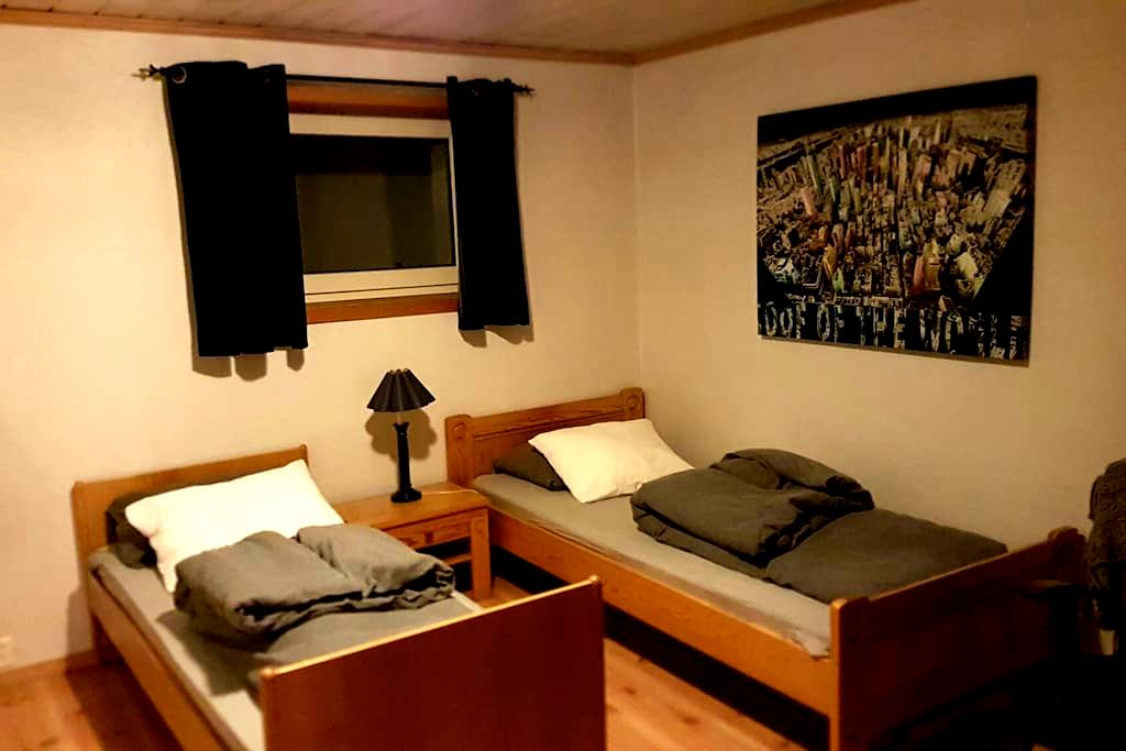 Room 2 bed, parking and wifi. Own entrence. - Lillestrøm - Hus