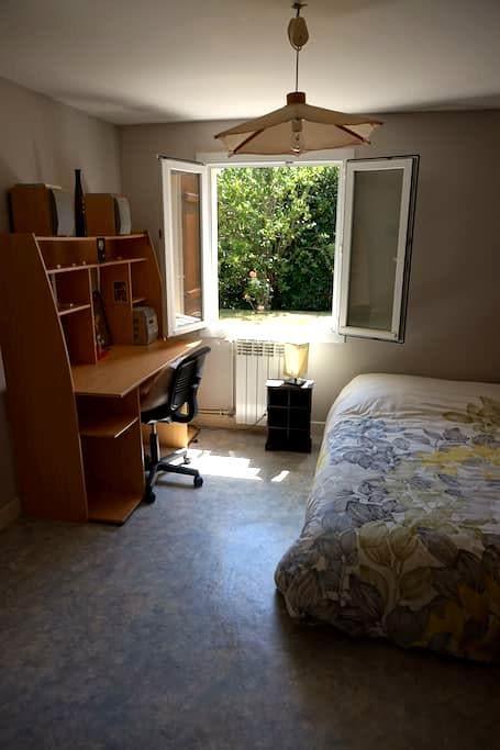 Chambre privée dans maison calme - Saint-Simon - Huis