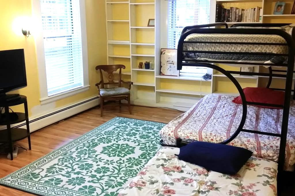 Fully furnished! Downtown! - Concord - Huis