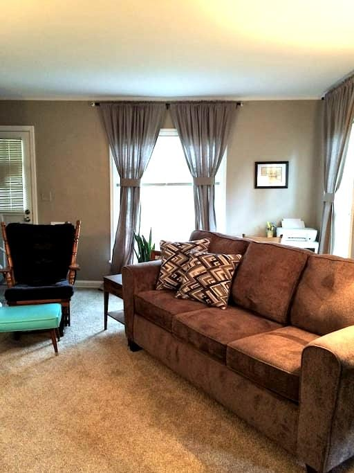 Cozy queen in the middle of town - Lincoln - Apartamento