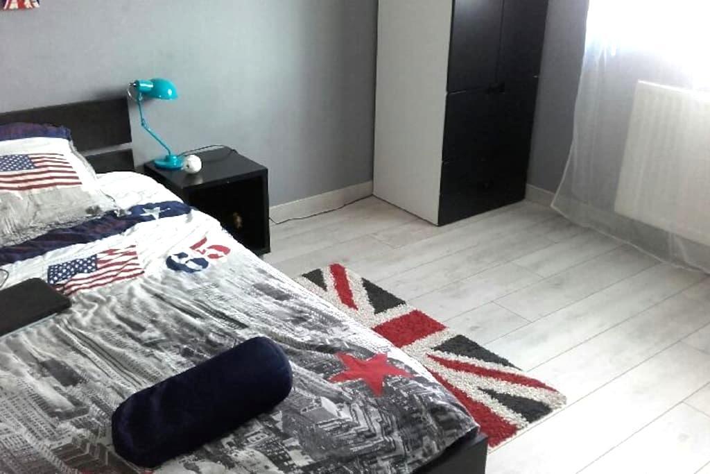 Chambre simple dans maison de ville - Genas - Ev