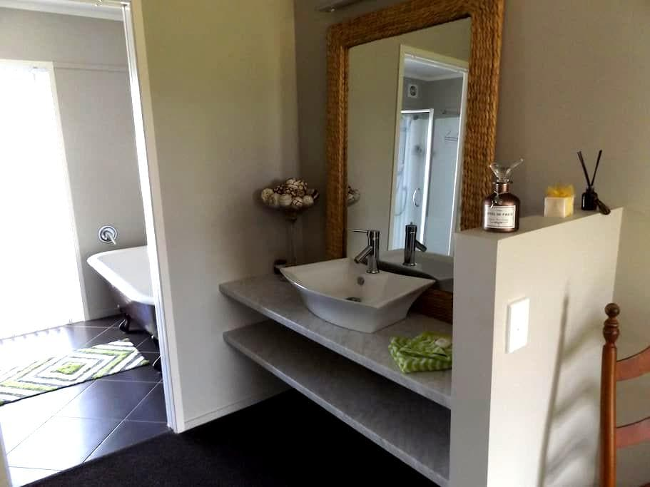 one boutique bedroom plus onsuite - Whitianga - Ev
