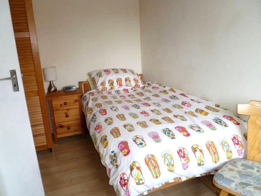 Single room in quiet house - Wokingham - Casa
