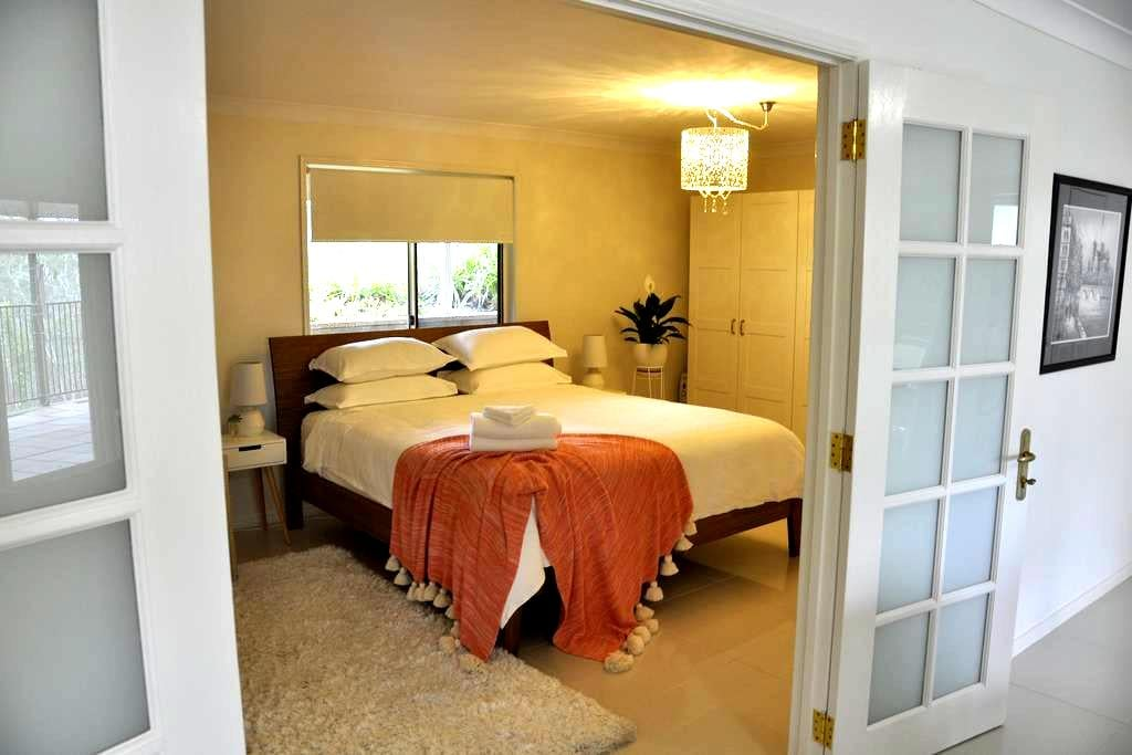 Home amongst the gum trees in Pullenvale - Pullenvale - Appartement