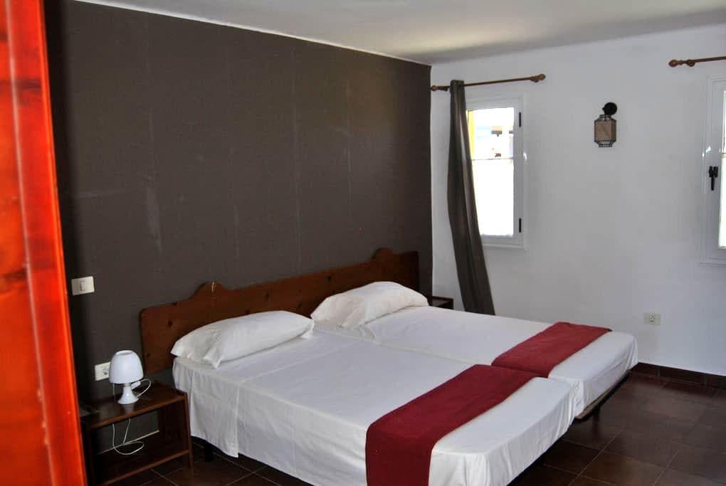 Double room with private bathroom - La Aldea de San Nicolás