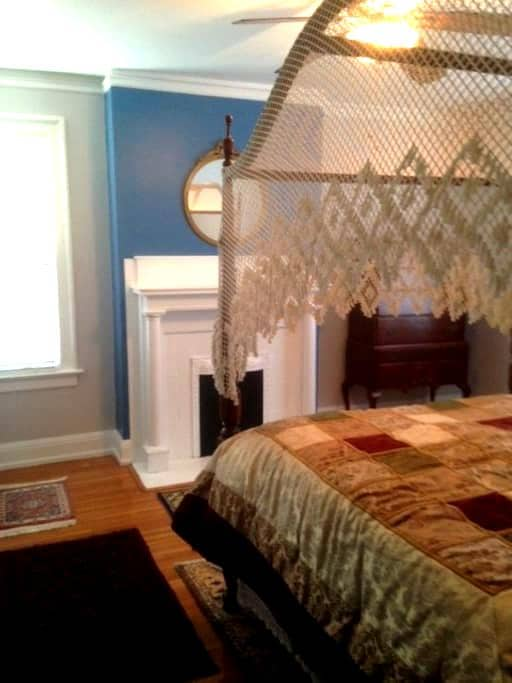 Master Suite - Averett Univ. area - Danville - House