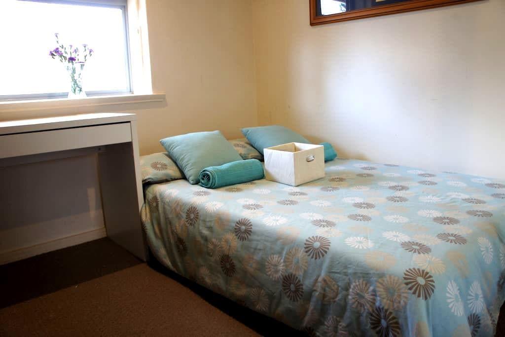 Private room 150m from beach! - Glenelg South - Apartamento