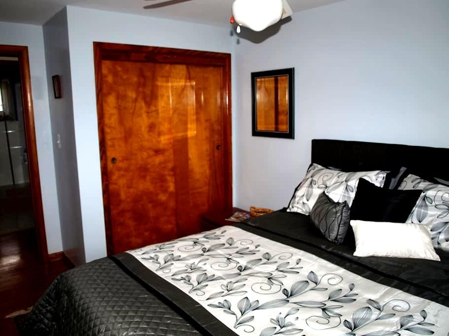 Comfortable room for  2 in country - Hopwood - Dům