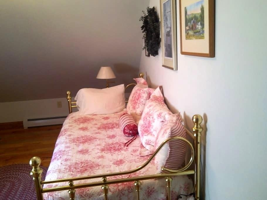 Cozy Room in Private, Country Home - Walpole - Rumah