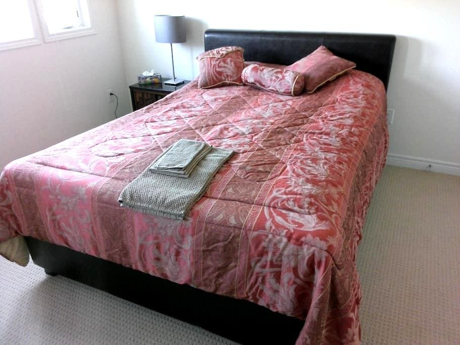 Private Bedroom in Richmond Hill - Richmond Hill - Hus