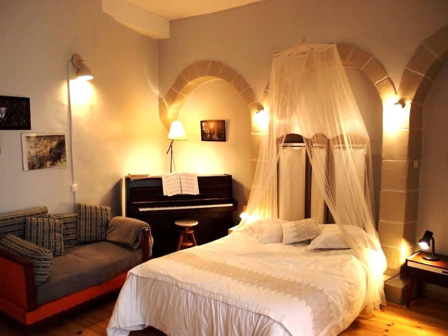 Studio & Garden in Medieval Village - Saint-Antoine-l'Abbaye - Daire