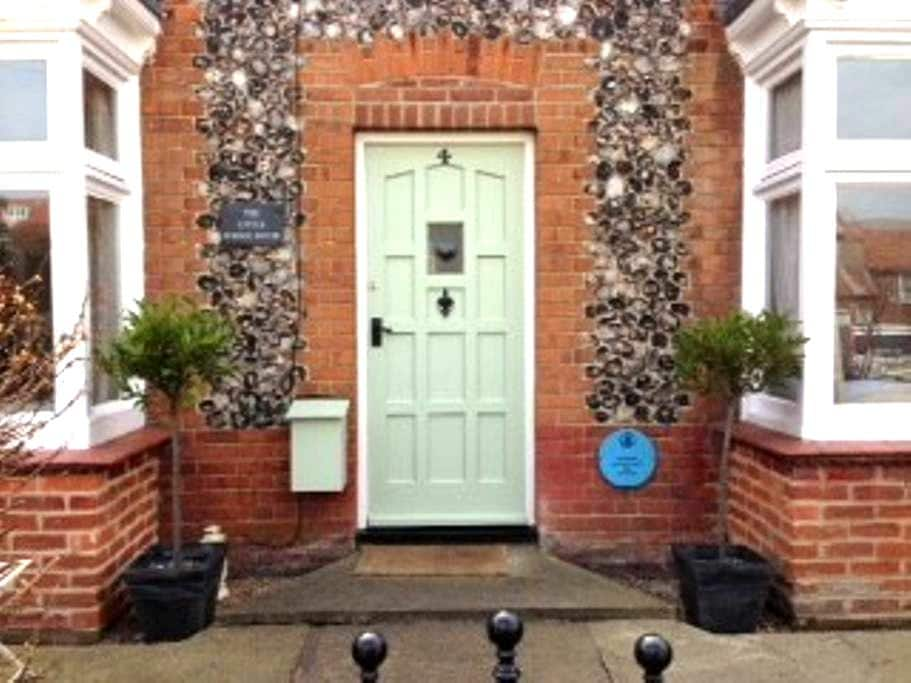 The Little School House Sheringham - Sleeps Six - Sheringham - House