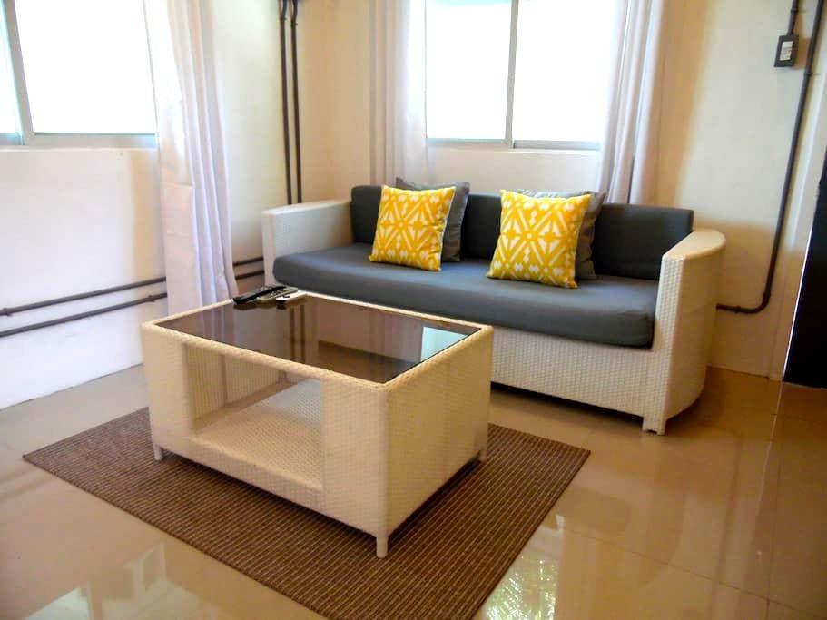 Comfy loft studio in friendly home - Malay - Loft