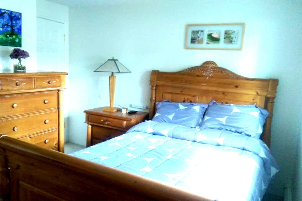 Comfortable and Bright Room In Town - Fairbanks - Maison