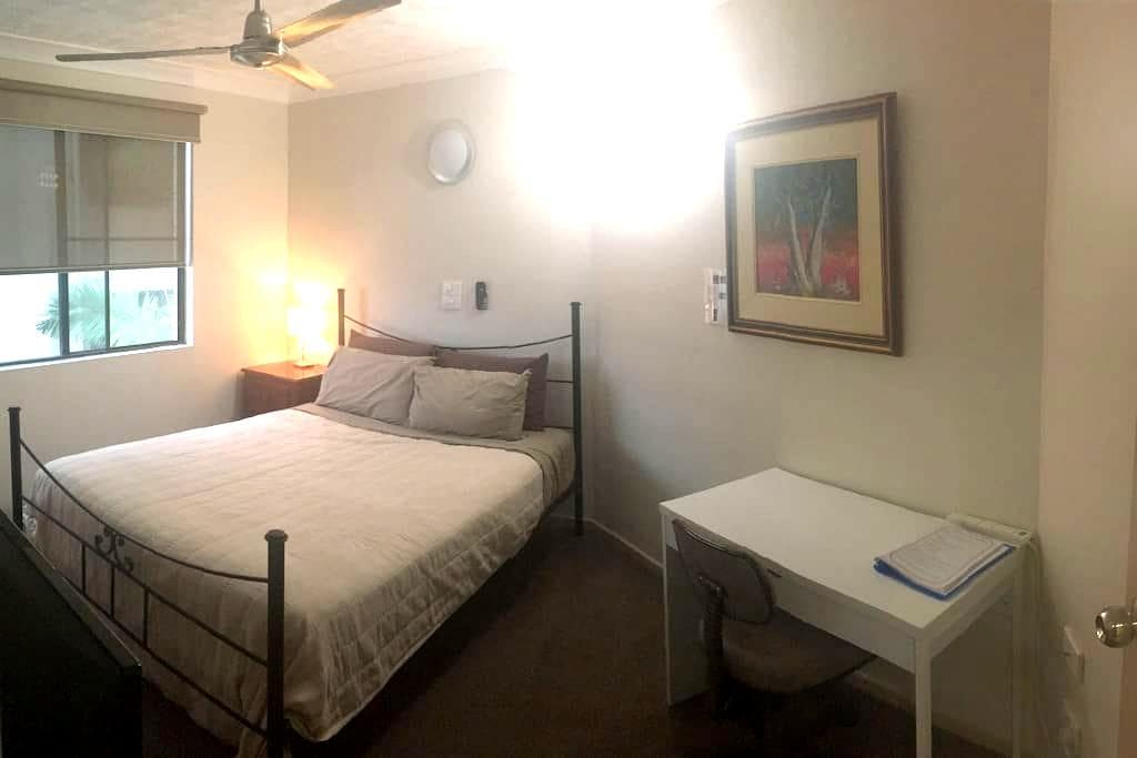 Secure, private own ensuite, wifi, 24 hr check in - Townsville City - Lägenhet