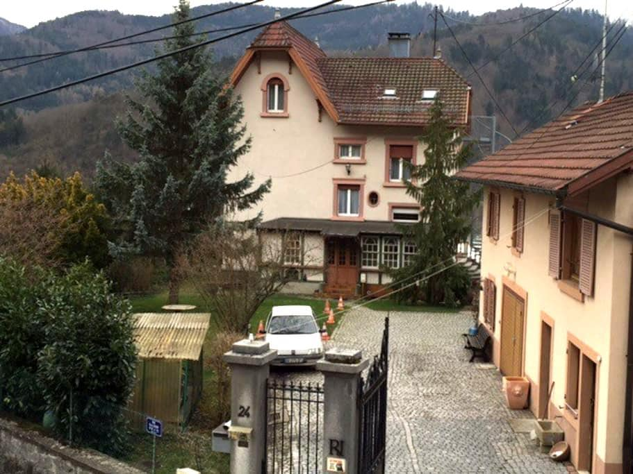 BelAppartement dominant 6/8pers max 2èm étage wifi - Saint-Amarin - Casa