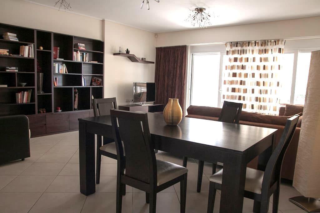 Modern apartment 90m2 near the sea - Pireas - Apartamento