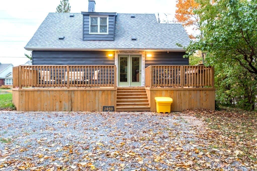 Modern Cozy Cottage in NOTL/Virgil near NFLS - Niagara-on-the-Lake - Huis