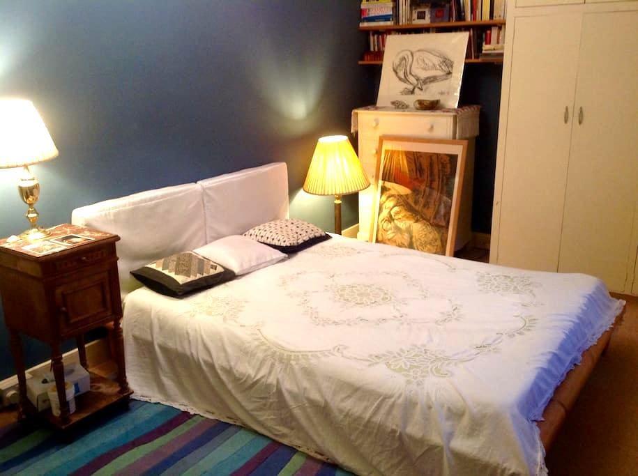 Private double bedroom, garden view - Totnes - Dům