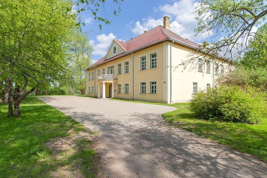 Apartment in a manor 35km from Riga - Mencendarbe - Andre