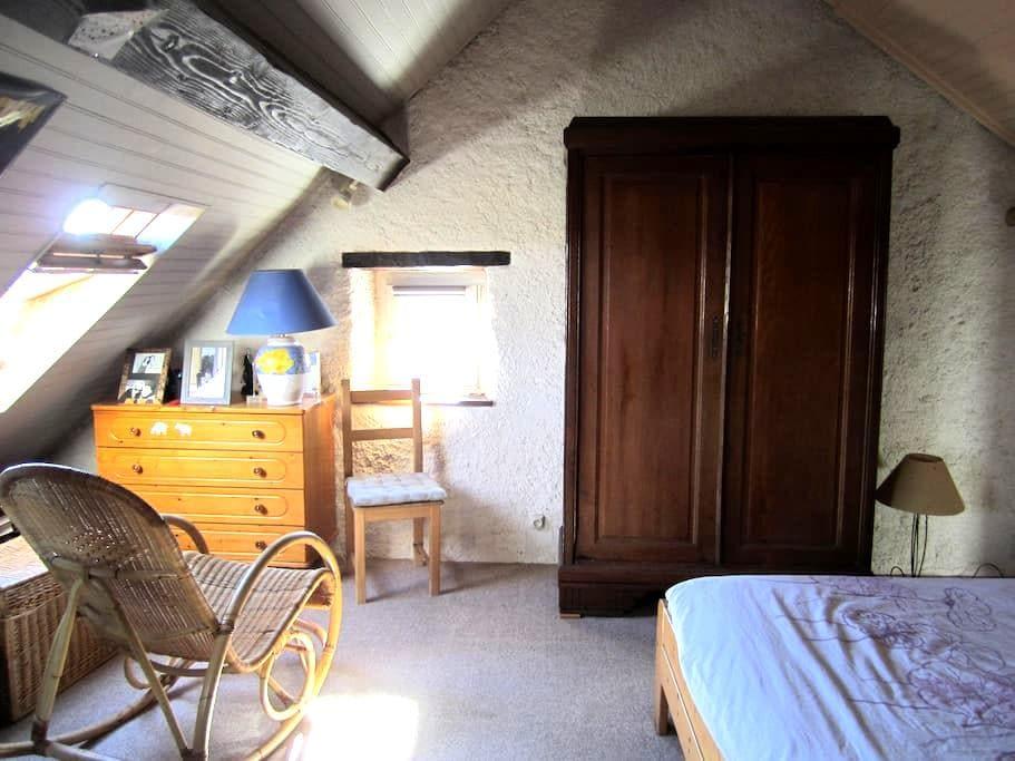 Une chambre sous les toits avec SDB privée! - Châtenois-les-Forges - Stadswoning