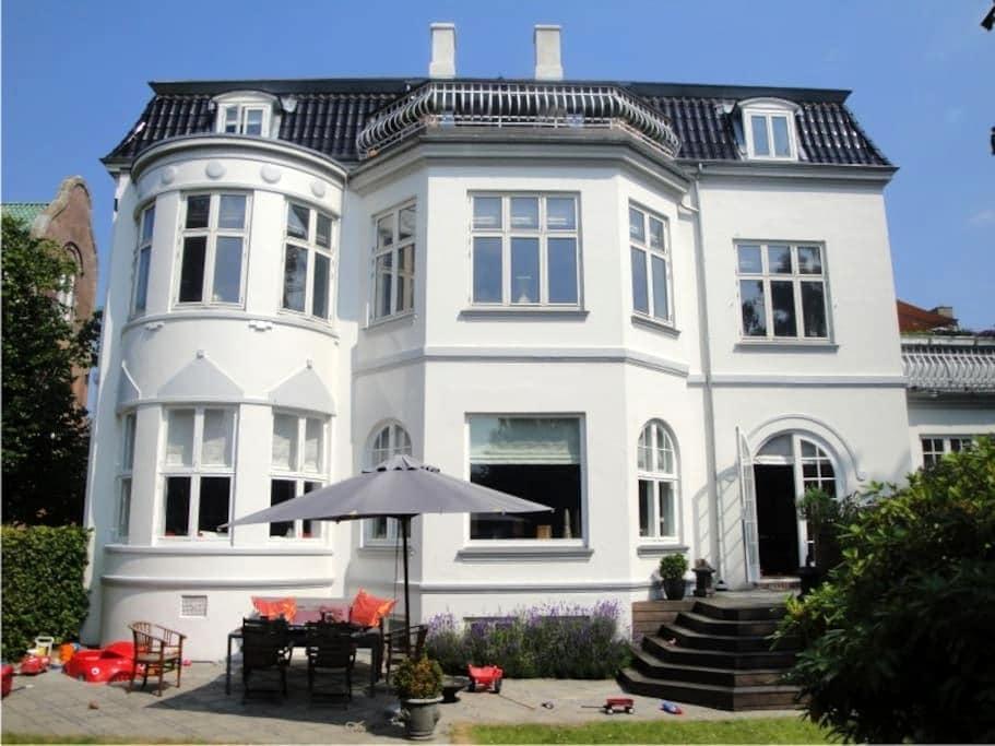 Luxury flat with garden 15 min from CPH-center - Charlottenlund - Daire