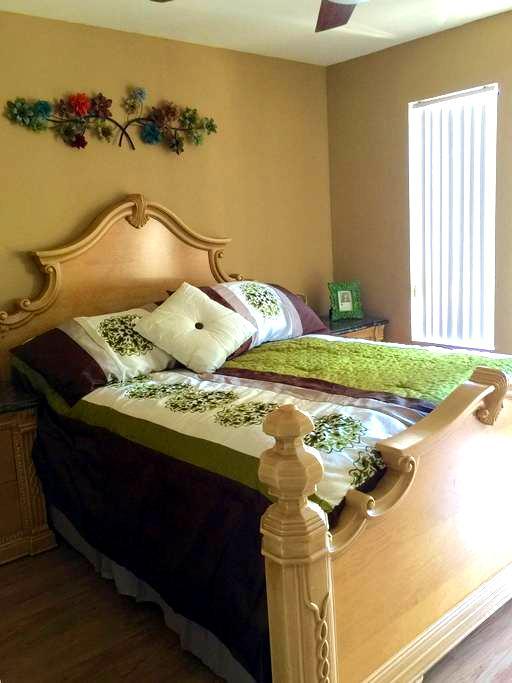 Entire Condo in Corona Hills - Corona - Appartement en résidence