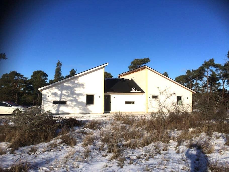 Nybyggd villa, nära Visby - Visby - Ev