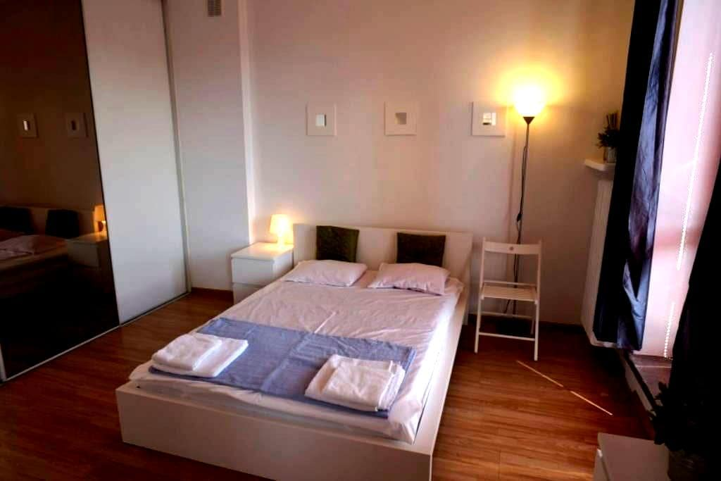 Double bed with privat bathroom, 15min to Central - Zürich - Wohnung