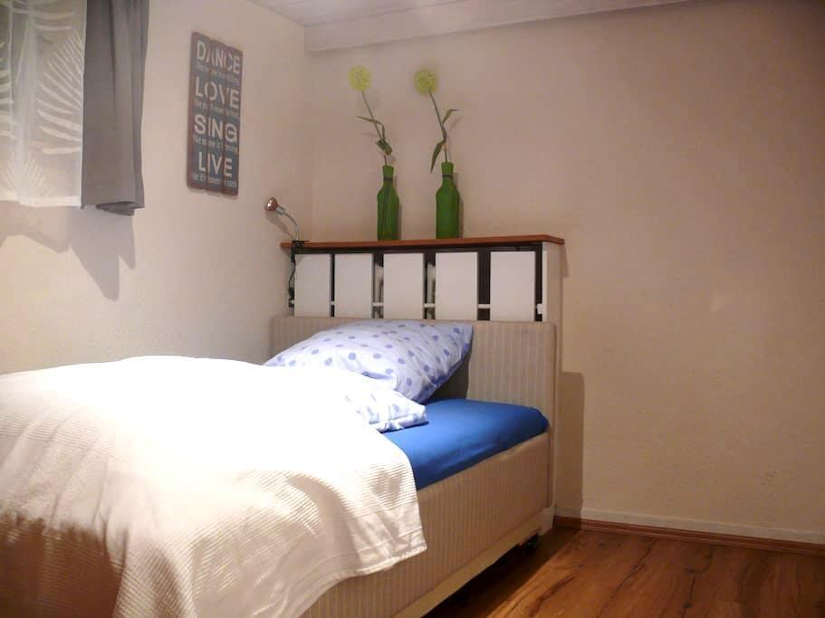 Gästezimmer mit eigenem Eingang - ニュルンベルク - B&B/民宿/ペンション
