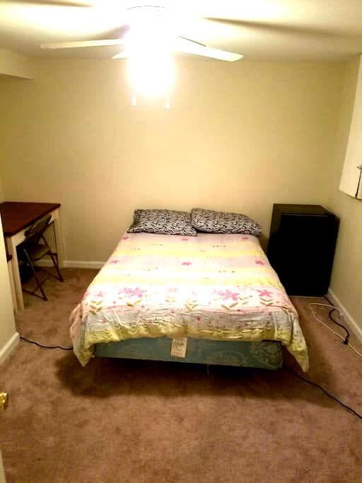 Cozy private bedroom and bathroom - Columbia - Reihenhaus