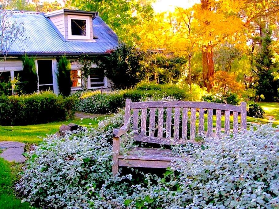 Morton Cottage - elegant garden hideaway - Bundanoon - Rumah