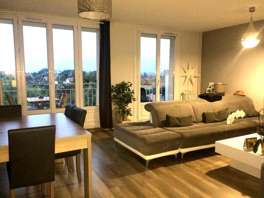 APPARTEMENT A 5 MINUTES DE LYON SANS VIS A VIS - Caluire-et-Cuire - Apartemen