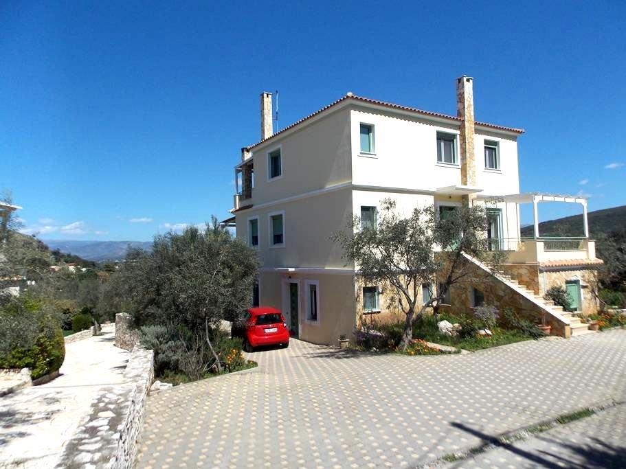 Peaceful house, beautiful view  - Navplion - Hus
