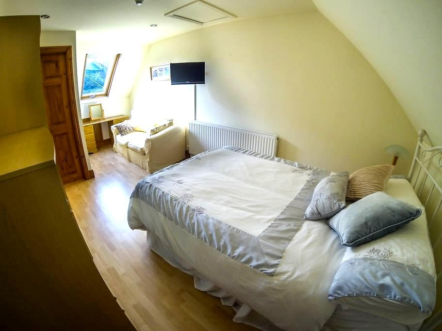 Ensuite B&B with private entrance  - Abergavenny - Bed & Breakfast