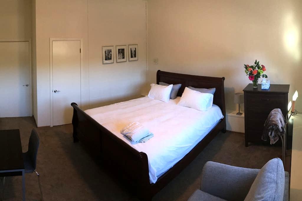 Quiet, Private Room & Bathroom - Belmont - Hus