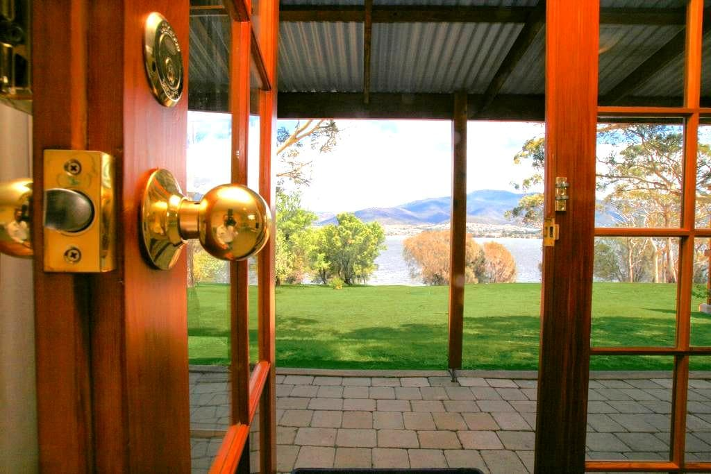 Cottage On The River - Otago - Bed & Breakfast