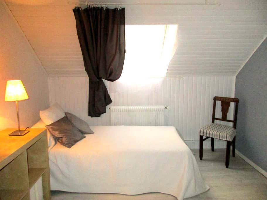 nice clean and quiet room near Strasbourg - Eschau - Hus